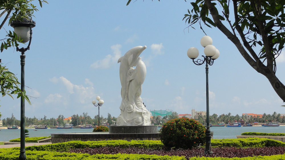 Dolphin statue, Riverwalk Park