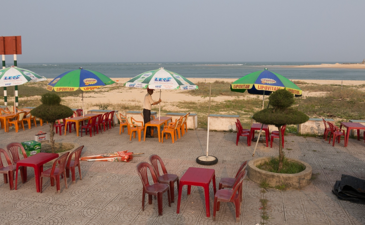 Nhat Le beach dining